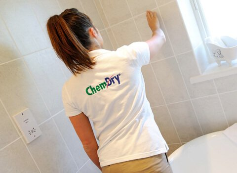 chem-dry tech cleaning bathroom tile in long beach